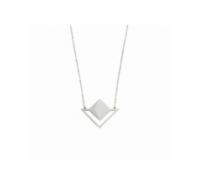 Gargantilla de cadena de acero inoxidable con centro triangular.