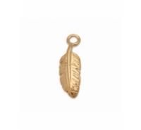 Colgante pluma de plata de ley chapada en oro