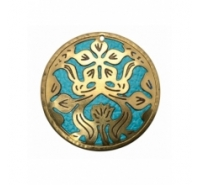 Colgante de 37mm de cobre pulido color latón con piel turquesa